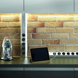 BACHMANN - CASIA - KJØKKENLIST TIL HJØRNE og kjøkkenbenk med 4 STIKK + 2 USB - STAINLESS STEEL